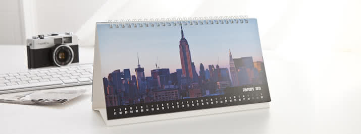 Personalise your Desk Calendar with your photos