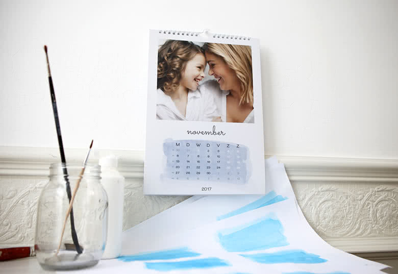 Personalise your Wall Calendar with your photos
