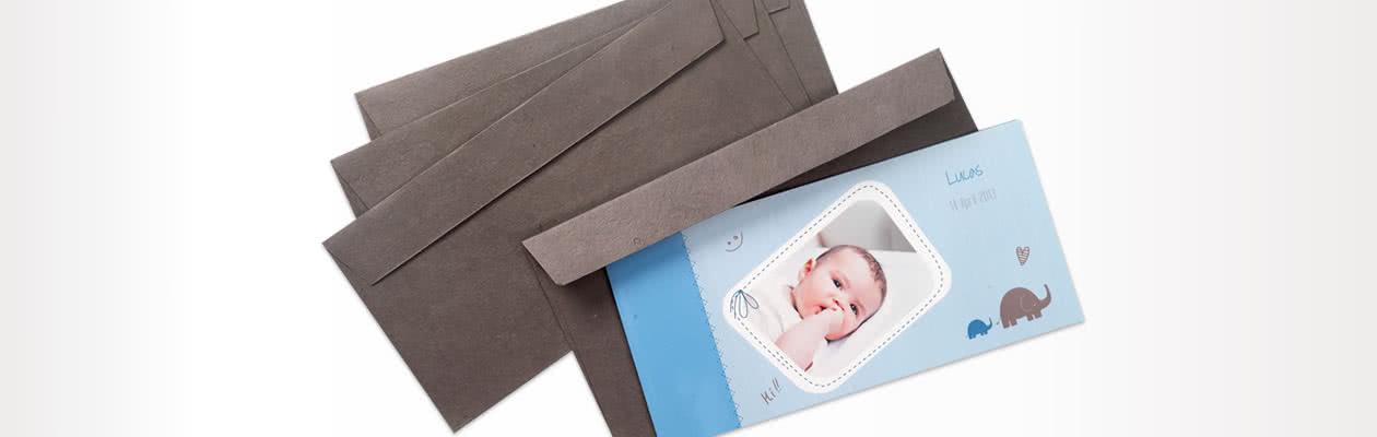 Handgemachte Papierkuverts für einen noch luxuriöseren Versand der Falt-Grusskarte Panorama
