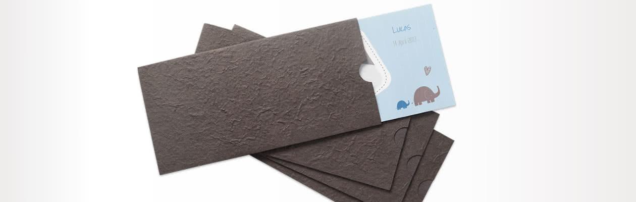 Handgemaakte papieren hoes om een exclusieve toets aan jouw Wenskaart Panorama toe te voegen