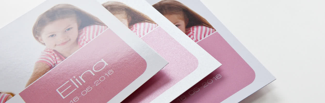Give your Single Card a special festive look or a modern and stylish look by choosing Sparkling or Mat Textured Paper