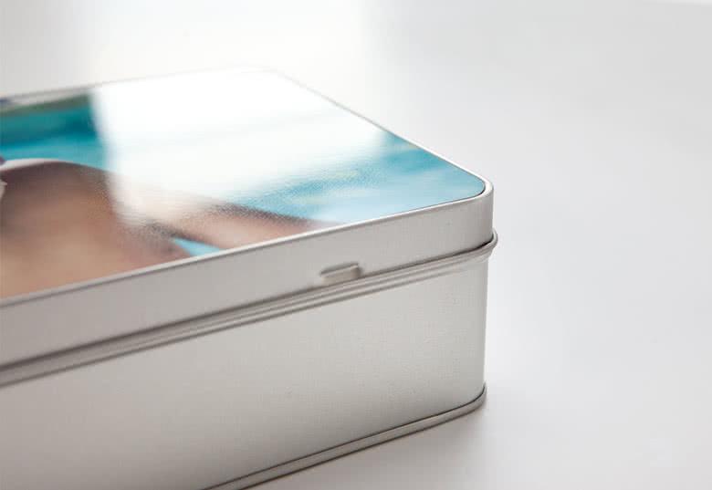 Foto in hervorragender Qualität auf dem Deckel der Keksdose