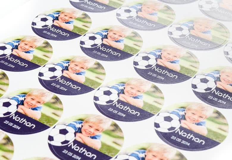 24 identieke zelfklevende papieren stickers