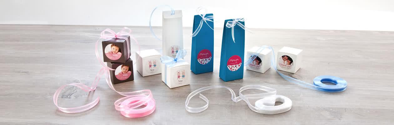 Verfijn de zakjes en doosjes met een bijpassend lint