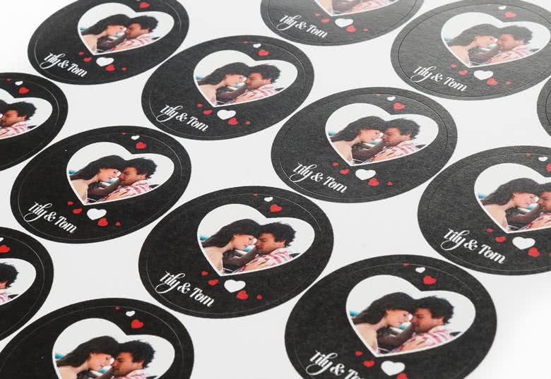 Zelfklevende papieren stickers