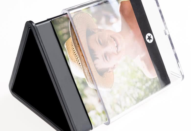 Doppelwandig mit transparenter Außenseite und farbiger Innenseite