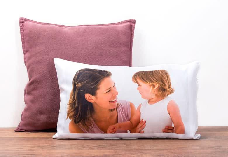 rechteckiges fotokissen selbst gestalten bei smartphoto. Black Bedroom Furniture Sets. Home Design Ideas