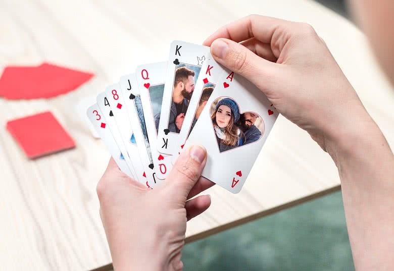 jeu de cartes classique personnalis avec photos. Black Bedroom Furniture Sets. Home Design Ideas