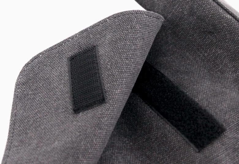 Polyester, donkergrijze jeanslook (idem als schoudertas)