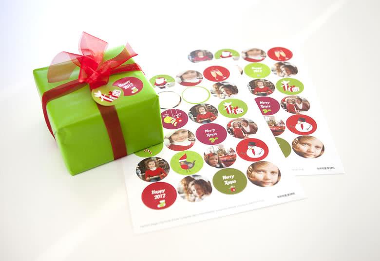 Maak 24 verschillende stickers. Je ontvangt twee exemplaren van iedere sticker (48 stickers in totaal)