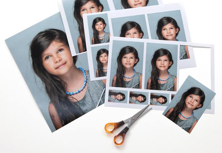 U krijgt vier bladen met dezelfde foto in verschillende formaten die u zelf kunt uitsnijden.