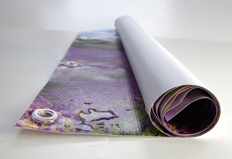 Inklusiv plastringer slik at du kan henge vinylplakaten hvor du vil