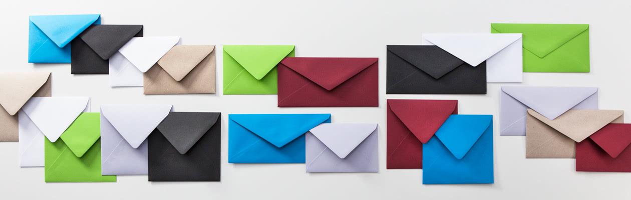 Køb kuverter til i smukke farver, eller få hvide kuverter gratis