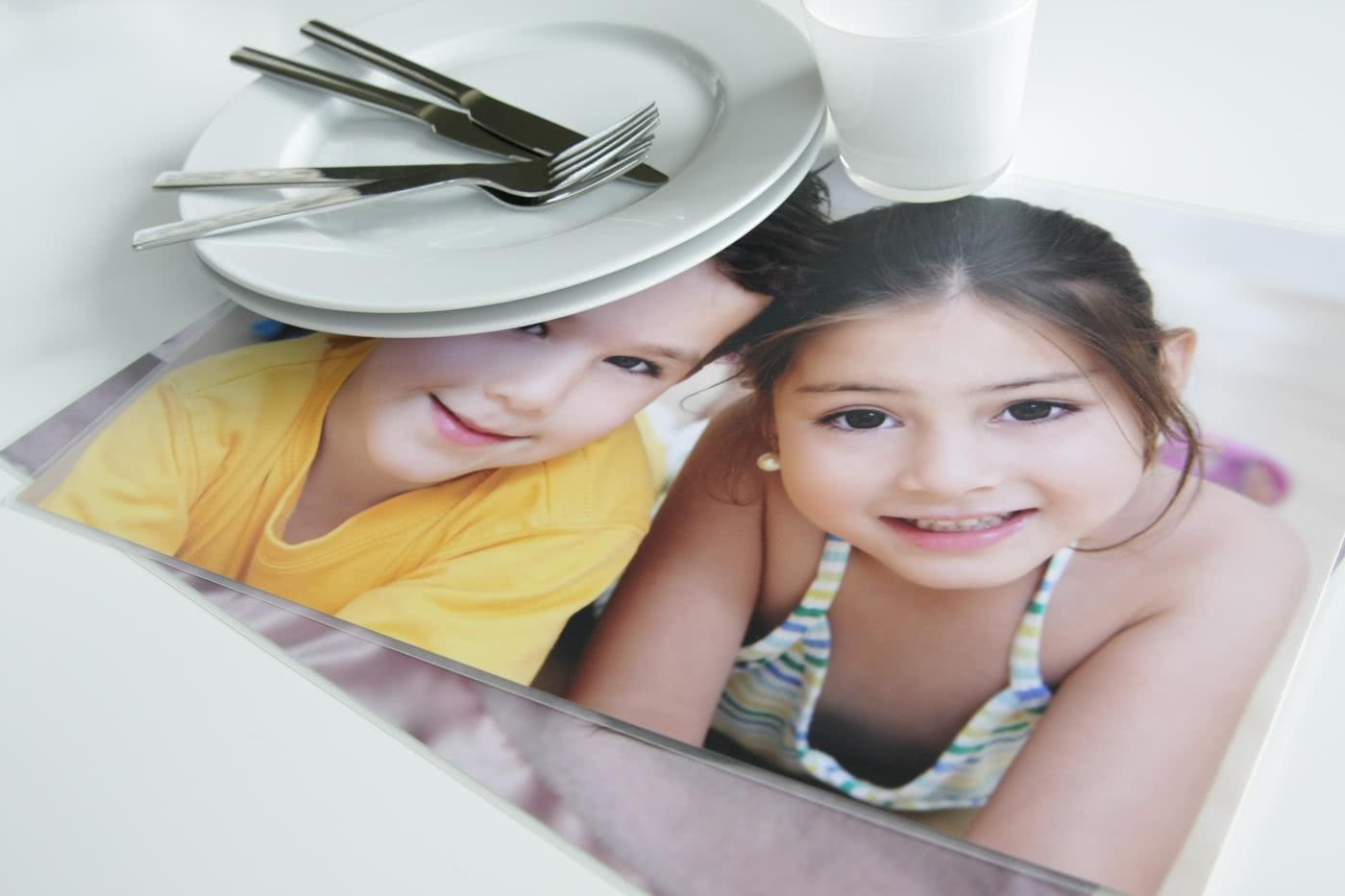 id e cadeau set de table personnalis avec photos. Black Bedroom Furniture Sets. Home Design Ideas