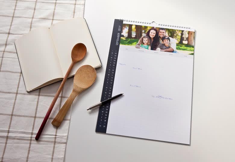 Ein Familienplaner mit Ihren schönsten Fotos