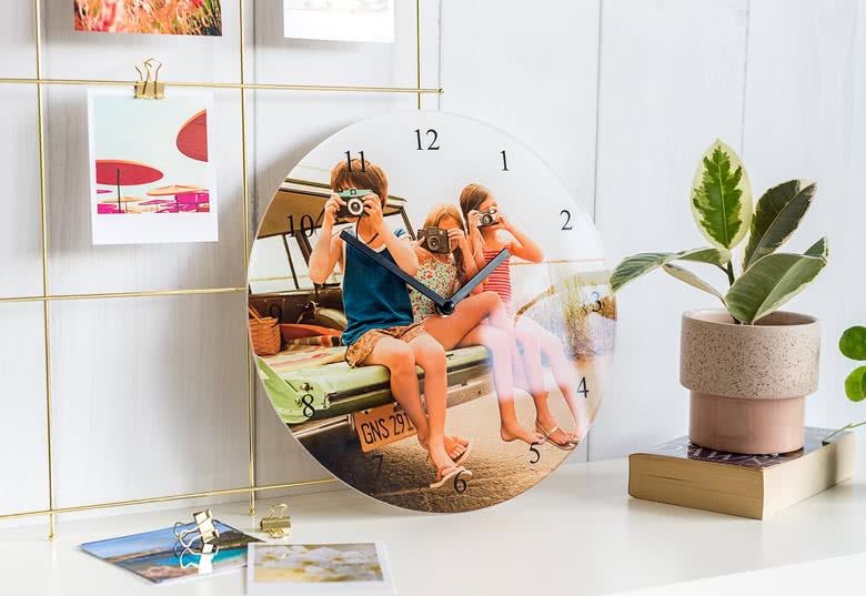 Gör en väggklocka i akrylglas