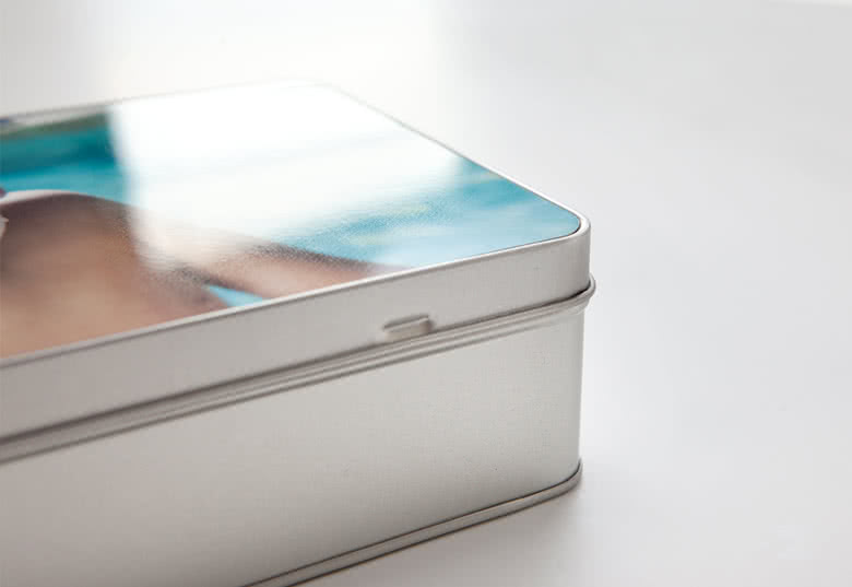 Photo d'excellente qualité imprimée sur le couvercle de la boîte à biscuits