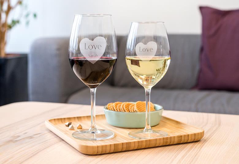 Gegraveerde wijnglazen