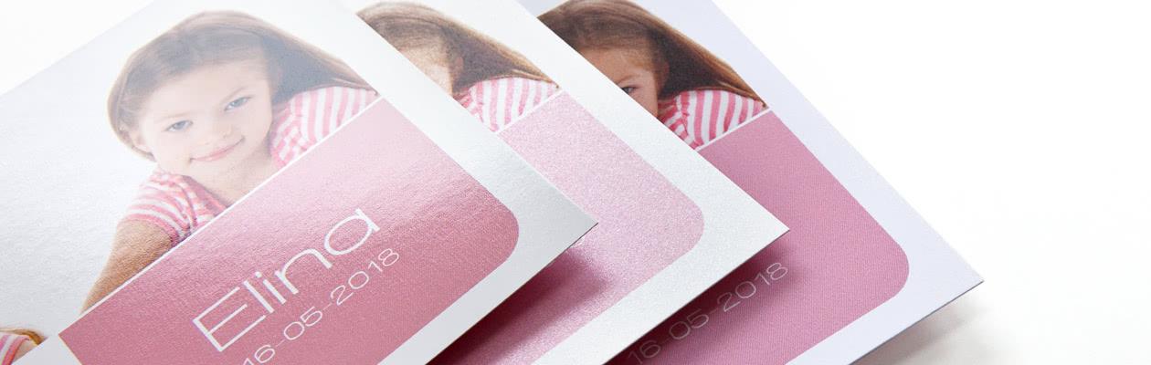 Geef jouw dubbelgevouwen wenskaart een extra feestelijk tintje of een moderne en trendy look door voor Glinsterend of Mat afgewerkt papier te kiezen