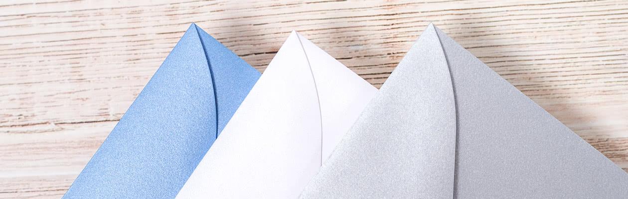 Mit einem glitzernden Kuvert verleihen Sie Ihrer Grusskarte einen besonderen Flair